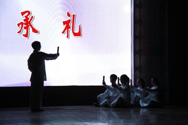 海宁卫校荣誉校长,南丁格尔奖获得者邹瑞芳和浙江省