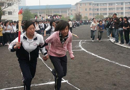 海宁卫校举行模拟奥运火炬接力赛